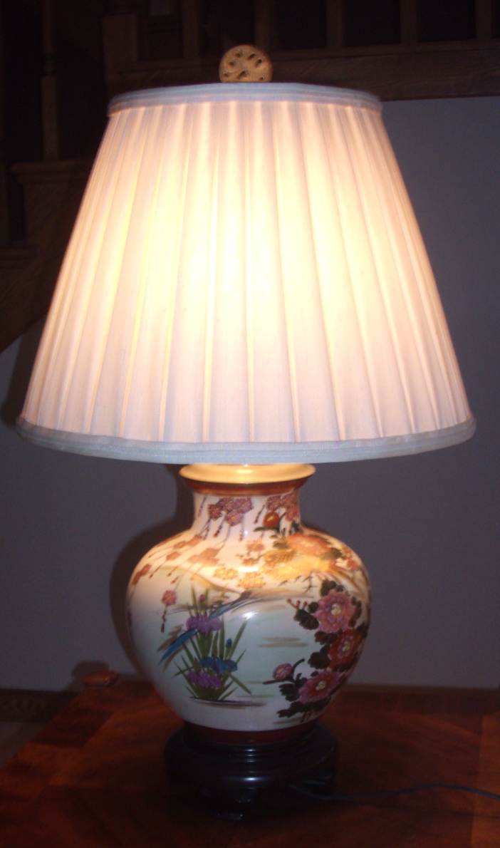pleated-shade-on-ceramic-lamp-base